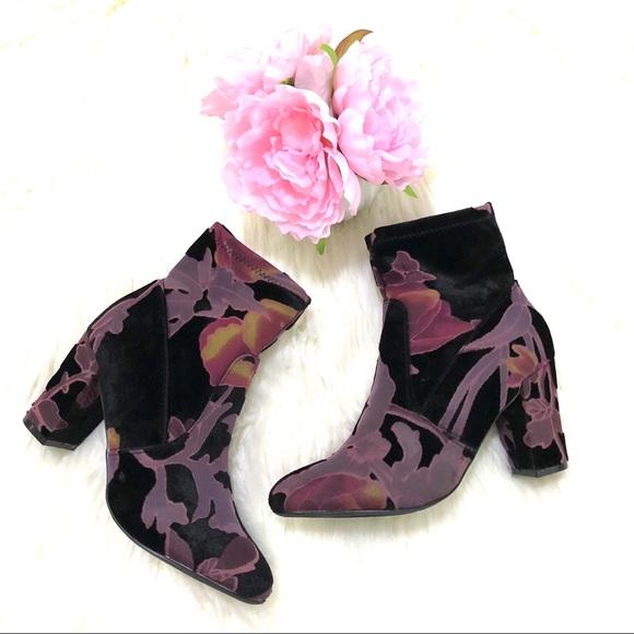 eaba3101f43a STEVE MADDEN Elissa velvet black/burgundy bootie. M_5ab1934946aa7c8fabda32f8